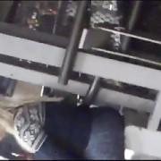 En el metro:Sexy madurita en spandex