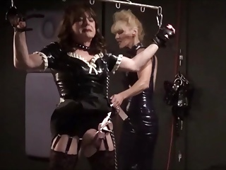 Sexy latex lady extracts a big load from a lucky dude 4